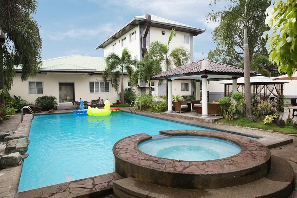 Pool Jacuzzi and Cabana